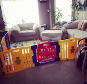How to simplify your life with twins using playpen gate